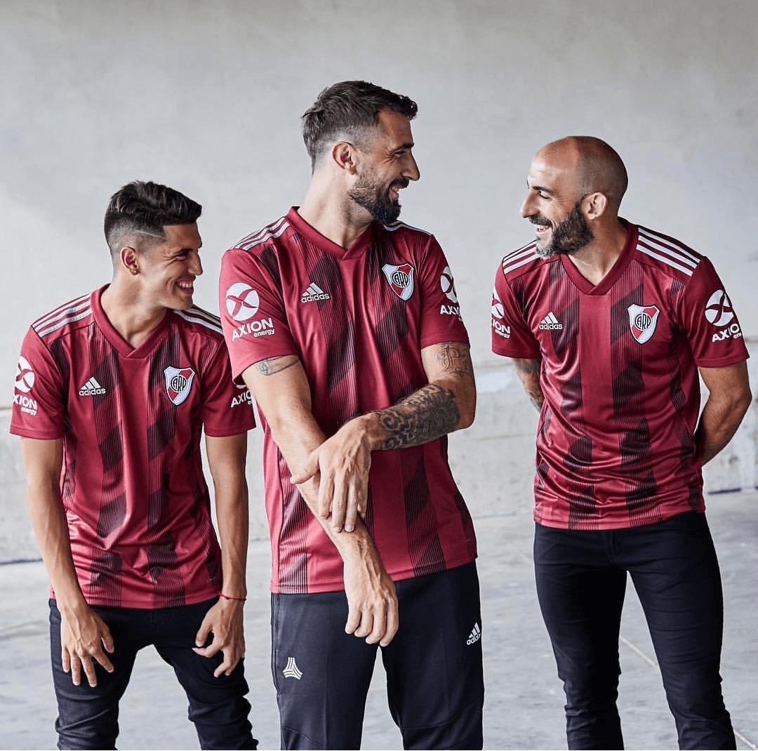 Il River Plate dedica una maglia al Toro