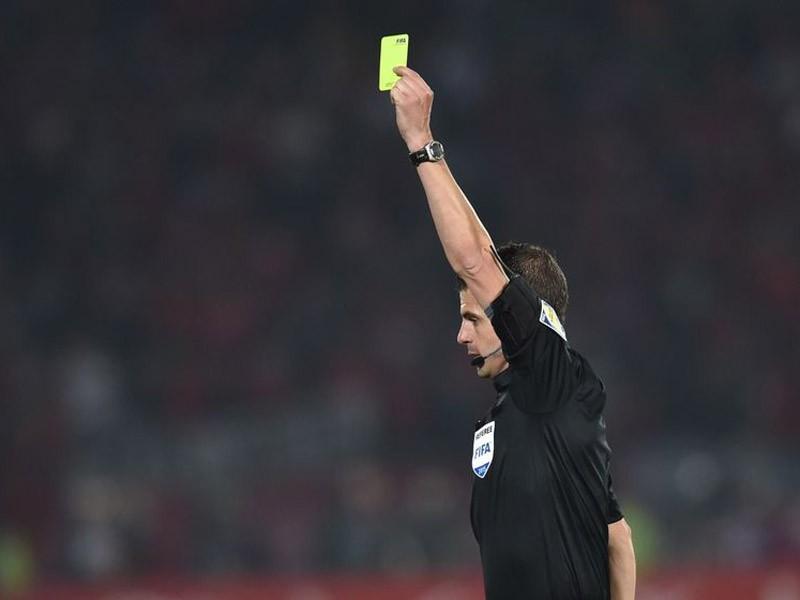 FIFA: cartellino giallo per chi sputa in campo