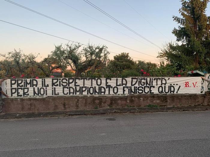 I tifosi della Roma dicono no alla ripresa del campionato
