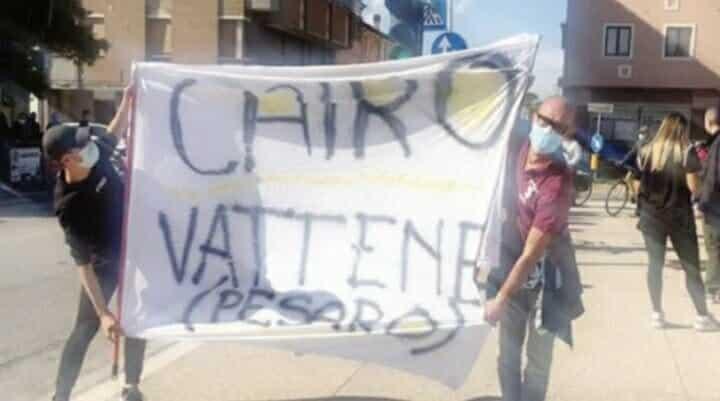 Giro D'Italia: Cairo contestato dai tifosi granata