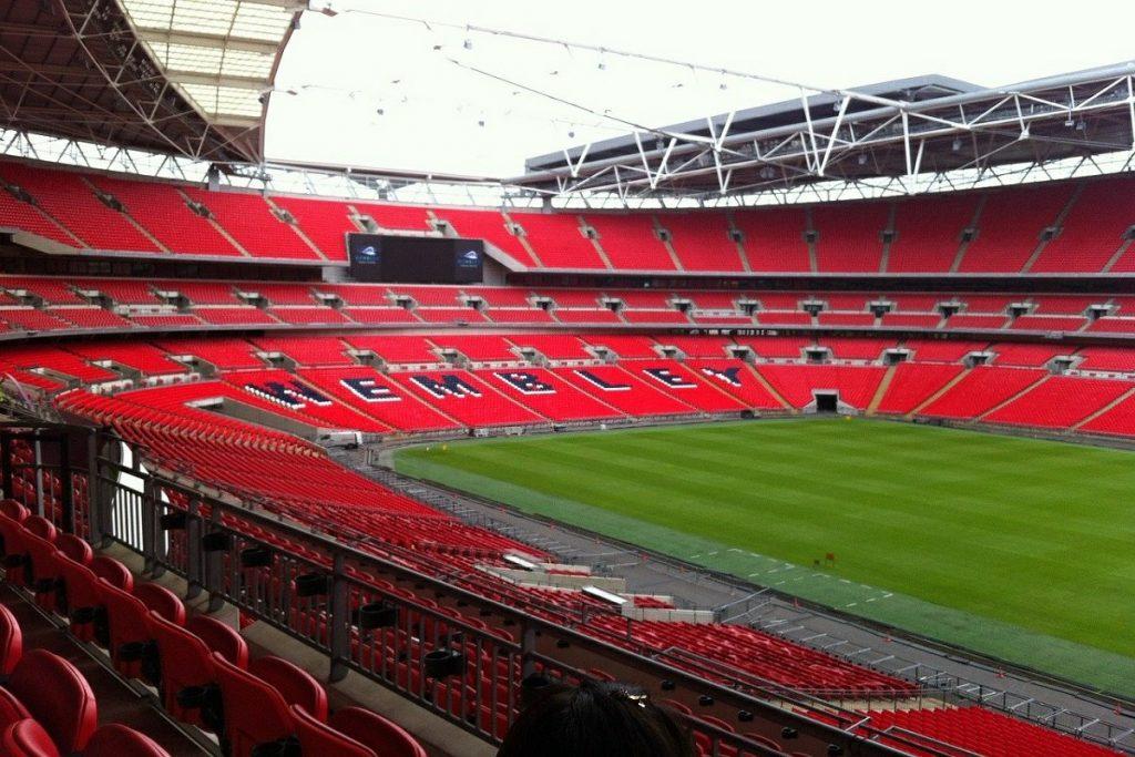 Euro 2020,tifoso cade dagli spalti di Wembley