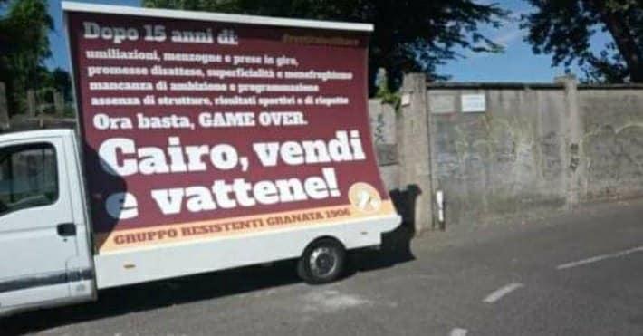 Cairo contestato per le vie di Milano
